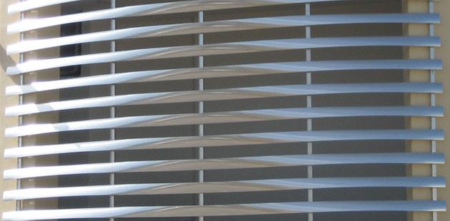 Louver de aluminio airea condicionado for Puerta tipo louver